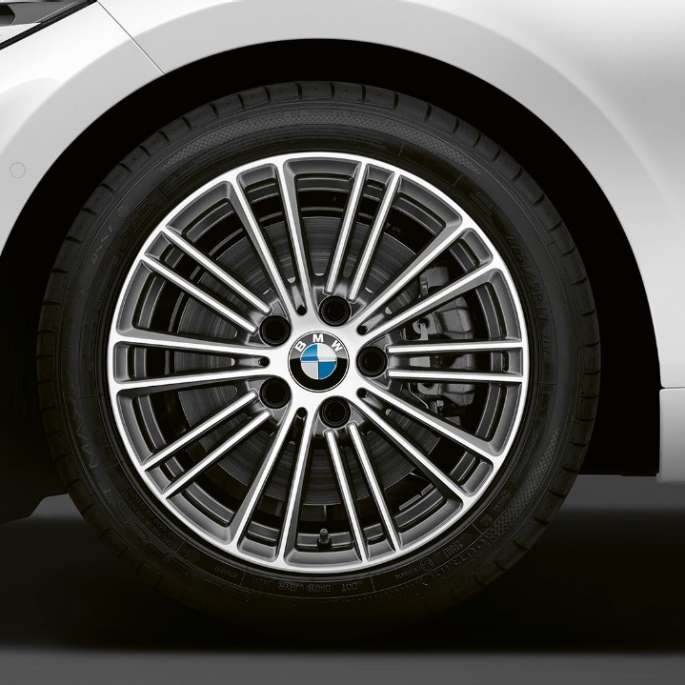 BMW 2 Series Coupé, Model Luxury Line wheels